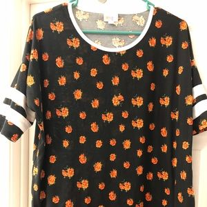 Top with baseball style sleeves.
